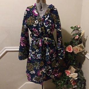EUC Vera Bradley Retired African Violet Plush Robe